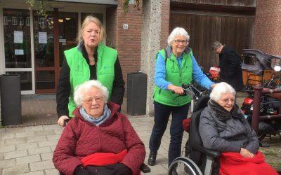 Wethouder Alink ervaart rolstoelwandelen in Dorp